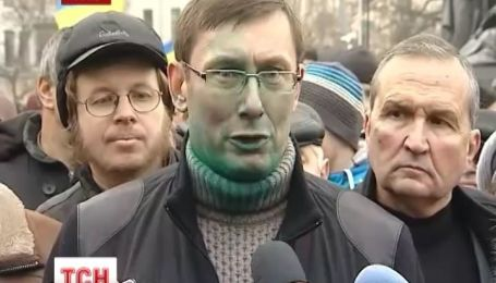 В Харькове Луценко и его жену облили зеленкой