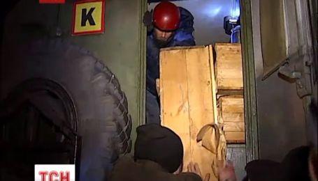 """Неожиданные гости припарковали военный """"Урал"""" у ворот Михайловского собора"""