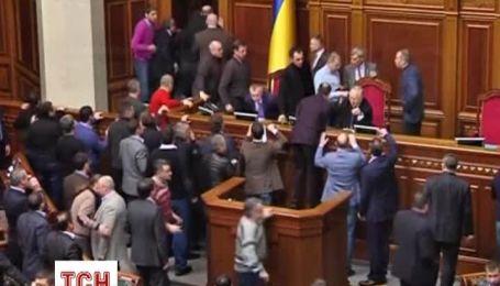 Депутати влаштували штовханину в Раді