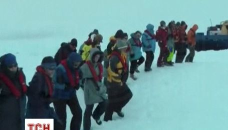 В  Антарктиді вже 8 днів не можуть дістатися корабля з 50 туристами і вченими