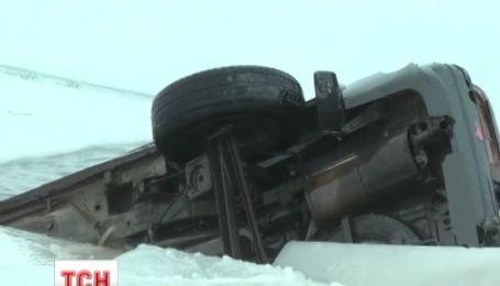 На Запорожье под лед провалилась машина, в которой трое мужчин возвращались с рыбалки