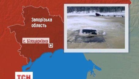 На Запорожье трое рыбаков утонули прямо в авто