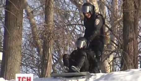 Правоохоронці продовжують бути заручниками ситуації