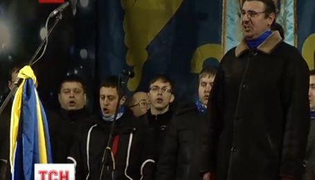 На Евромайдане люди празднуют Маланку