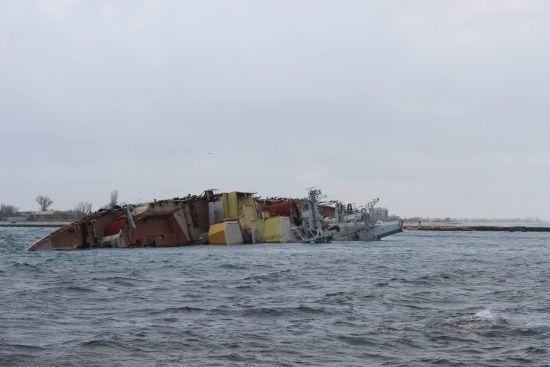 Врятовані із затопленого корабля в Туреччині моряки повертаються до України