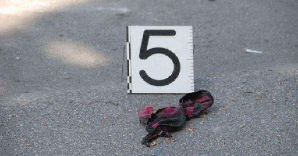 Шматок одежі помічений, як речовий доказ після вибуху @ AFP