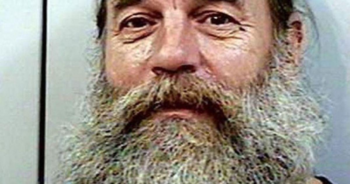"""49-річний уродженець штату Орегон, Ленс Маккензі відсідів 60 днів за напад. Через короткострокову відсидку, повноцінне тату він зробити не встиг, але дуже, мабуть, хотілося, от він і написав собі маркером на лобі """"Оближи мене"""". @ The Telegraph"""