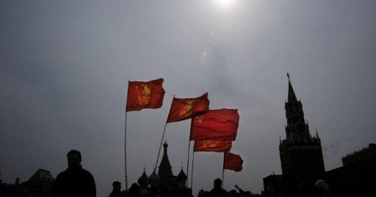 Росія, Москва. Члени КПРФ і прихильників комуністів провели марш на Красній площі з нагоди 142-ої річниці з дня народження засновника СРСР Володимира Леніна. @ AFP
