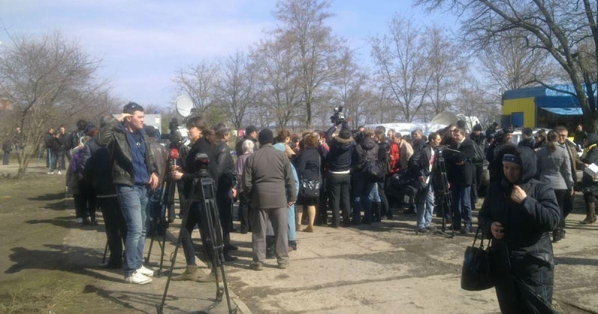 Оксану проводили в последний путь с цветами и слезами @ novosti-n.mk.ua