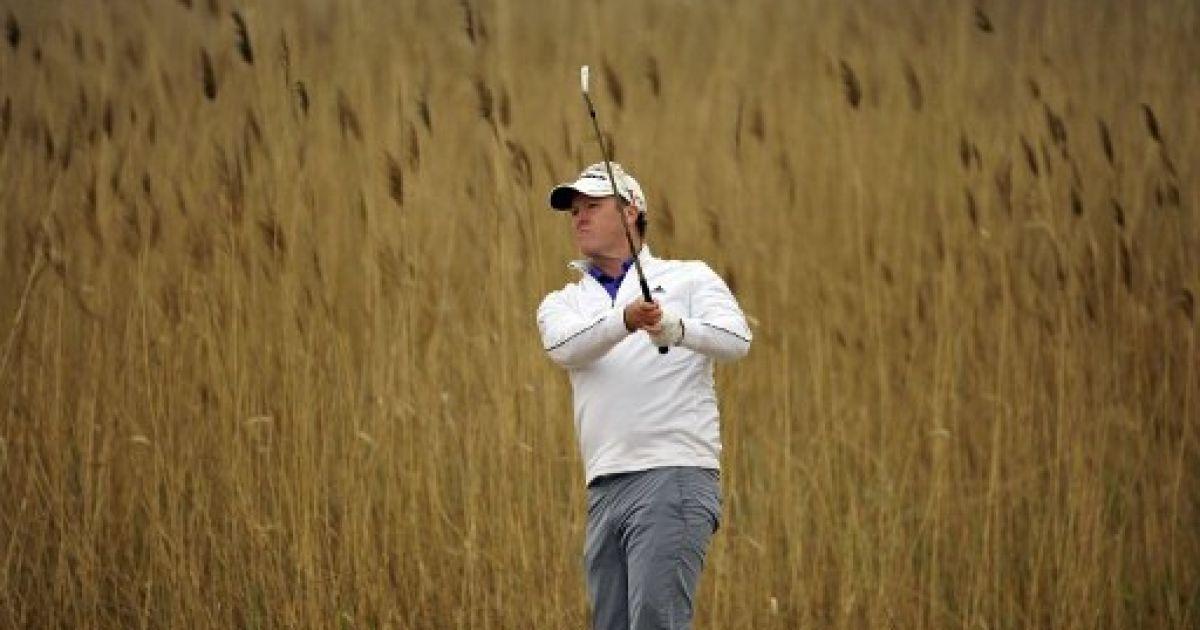 Китай, Тяньцзінь. Австралійський гольфіст Маркус Фрейзер робить удар під час другого раунду Відкритого турніру Volvo у Тяньцзіні. Фото AFP/Пол Лакатос/OneAsia @ AFP