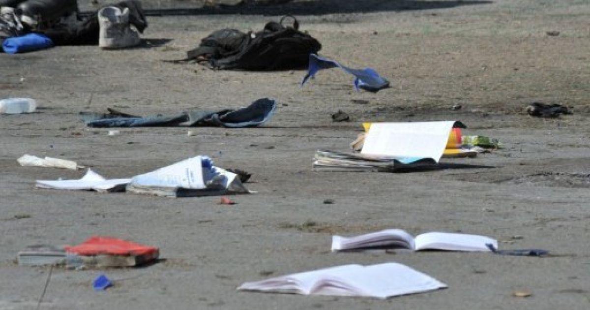 Зошити та підручники розлетілися від вибуху @ AFP