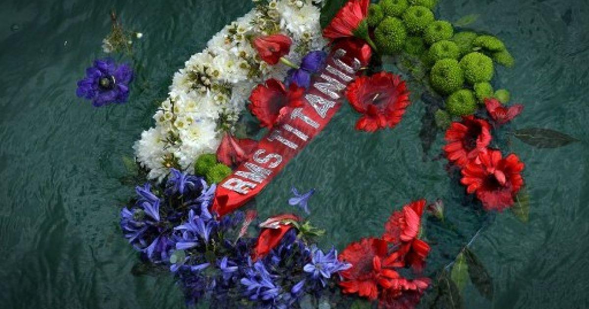 """Великобританія, Саутгемптон. У Саутгемптоні згадали 549 місцевих жителів, які загинули в результаті катастрофи лайнера """"Титанік"""" у 1912 році. Світ відзначає 100-річчя трагедії. @ AFP"""