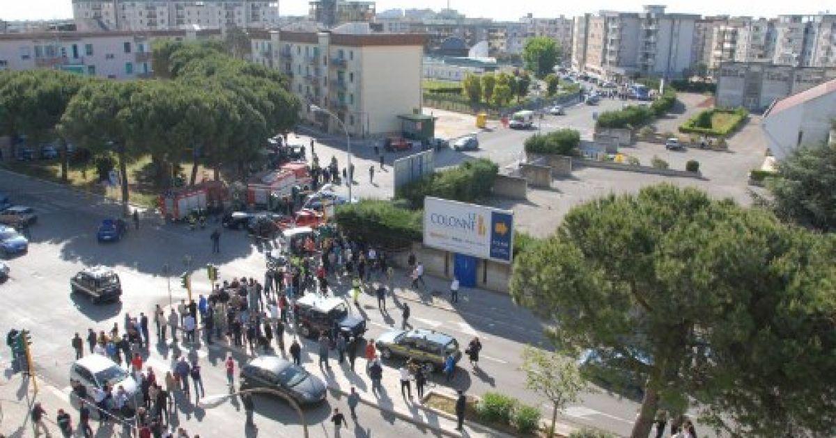 В ліцеї на півдні Італії прогримів вибух @ AFP