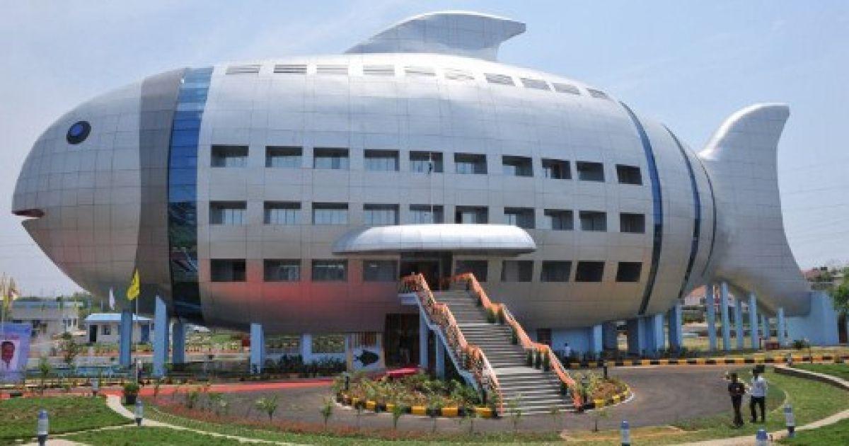 Індія, Хайдарабад. Будівля у вигляді величезної рибини стала офіційним офісом Національної ради Індії з розвитку рибного господарства. @ AFP