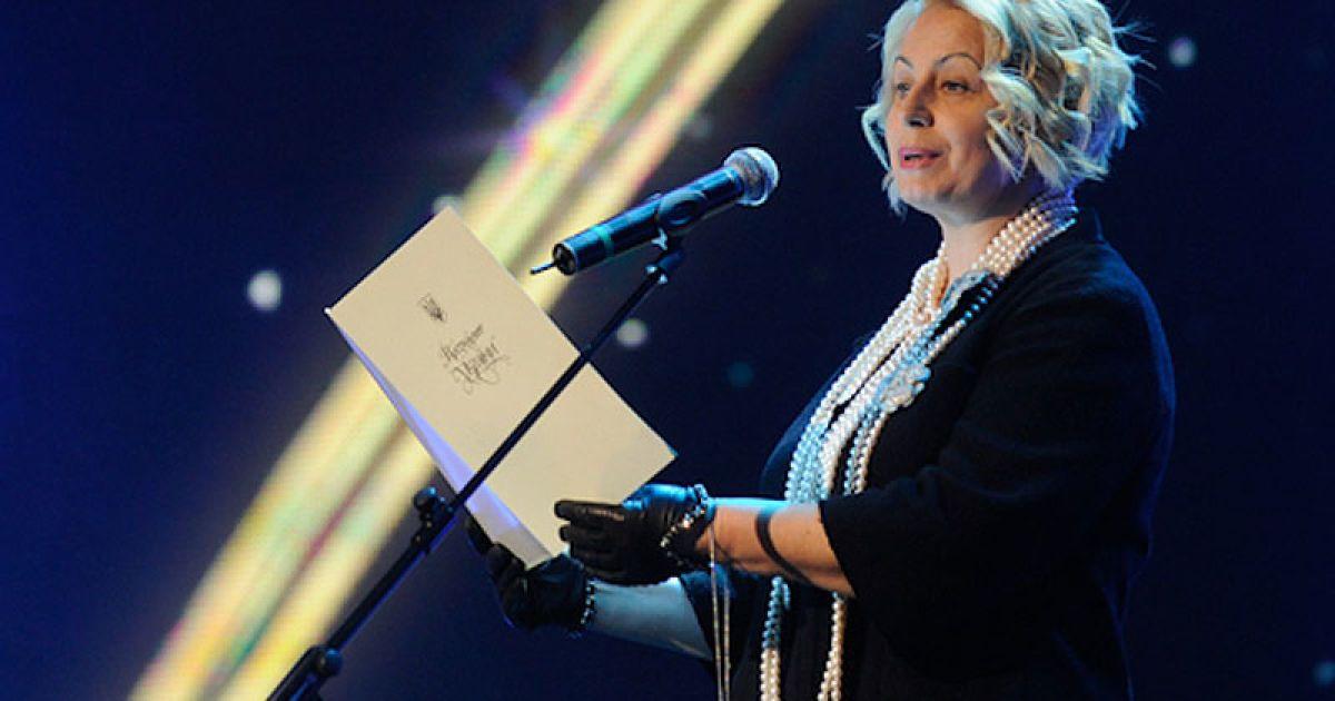 """Ганна Герман у перлах нагороджувала номінантів """"Людини року 2011"""""""