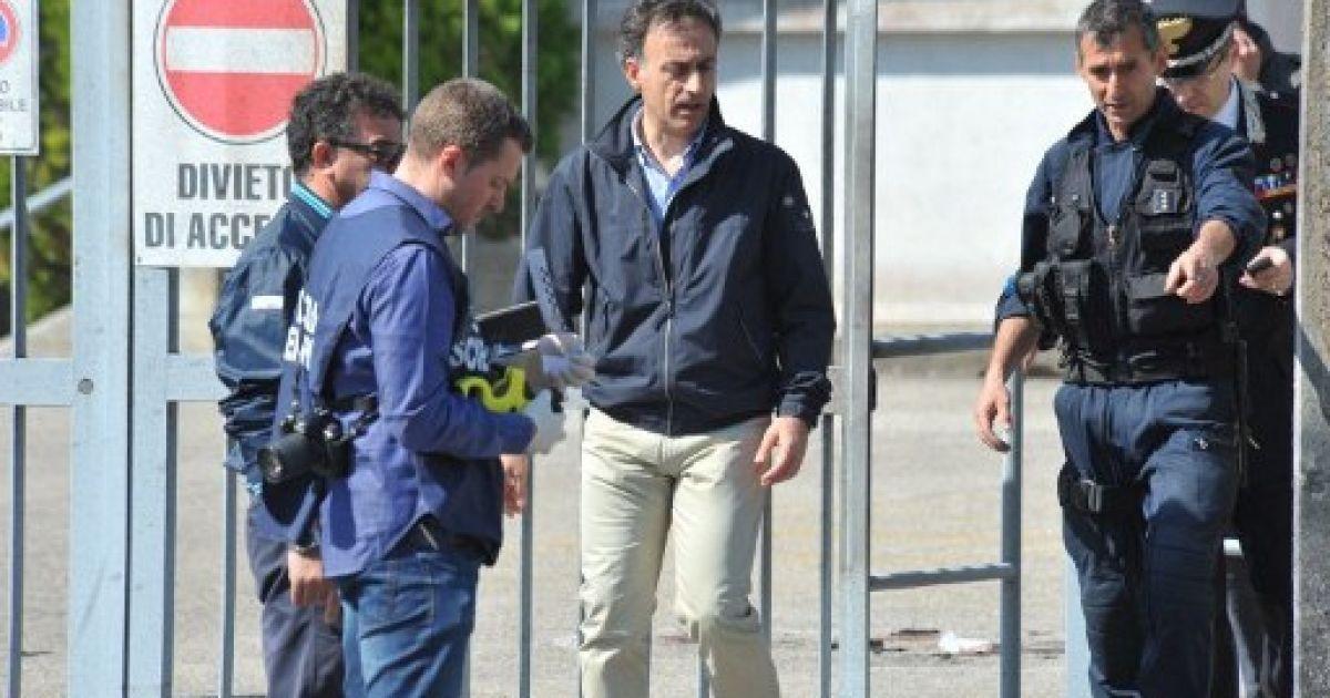 На місці вибуху в ліцеї працює поліція @ AFP