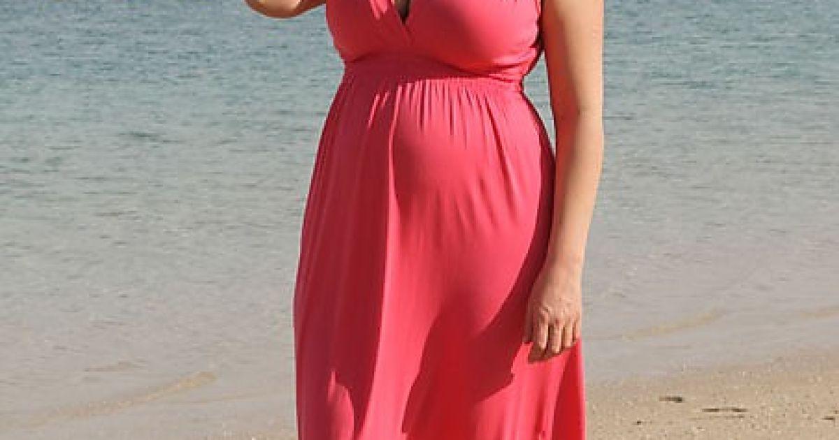 Чехова знаходиться на дев'ятому місяці вагітності @ Twitter