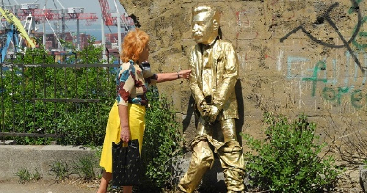 """Пам'ятник """"пісяючому Сталіну"""" в Одесі"""