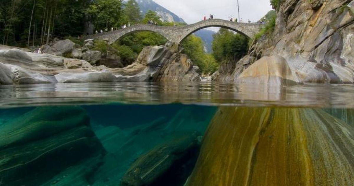 Дивовижно прозора ріка у Швейцарії