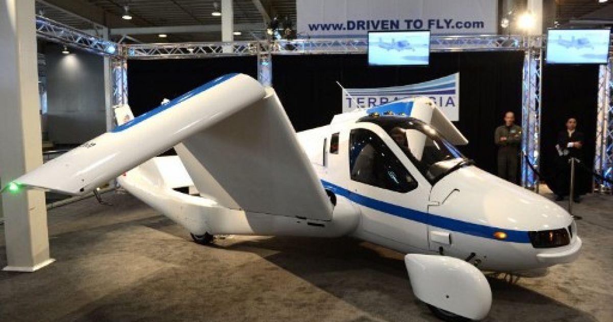 "Літаючий автомобіль Terrafugia ""Flying Car"" @ AFP"