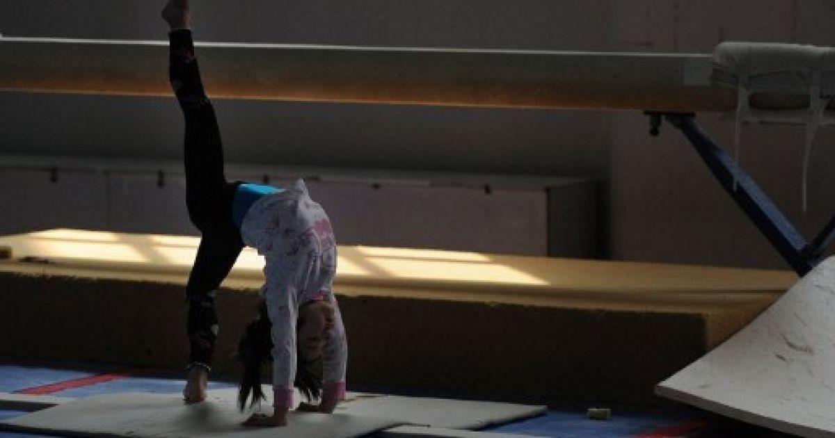Тренування гімнасток у спортшколі @ AFP