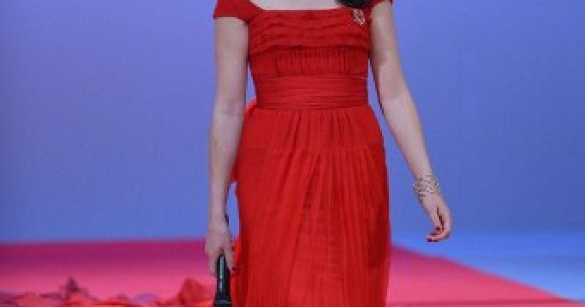 Береніс Бежо в сукні Louis Vuitton @ AFP