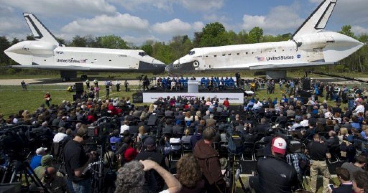 """США, Шантільї. Шаттл """"Discovery"""" офіційно передали Смітсонівському Національному музею авіації і космонавтики у штаті Вірджинія. @ AFP"""