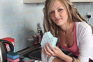 Британка вже чотири роки харчується поролоновими губками і милом