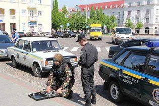 """Во Львове из-за """"минирования"""" торгово-развлекательного центра эвакуировали почти 5 тысяч человек"""