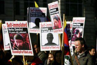 Двое монахов в Тибете сожгли себя на глазах у туристов