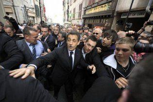 Розлючені баски закрили Саркозі в барі і закидали яйцями