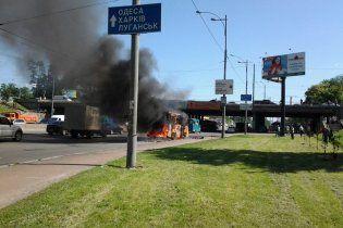 В Киеве на ходу загорелась переполненная маршрутка (фото)