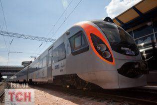 Hyundai из Львова в Киев опоздал на 2 часа и сорвал движение поездов