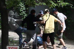 У Києві невідомі у масках побили організаторів гей-параду (відео)