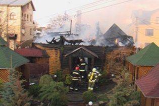 В Івано-Франківську загорілася і вибухнула кав'ярня з людьми, загинув рятувальник