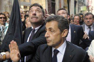 Президента Франції Саркозі закидав яйцями розлючений натовп