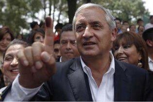 Президент Гватемалы перебрался жить в трущобы