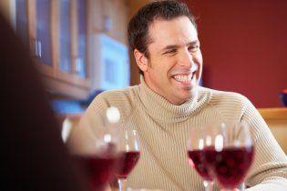 Красное вино спасает от потери слуха