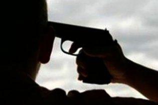 Міліціонер наклав на себе руки і лишив напризволяще дітей та дружину