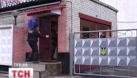 В Харькове утром двое мужчин напали на воинскую часть