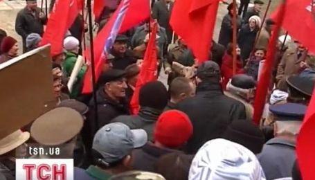В Запорожье коммунисты устроили драку с правоохранителями