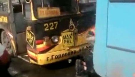 Водій тролейбуса побив пасажира на очах байдужого натовпу