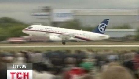 Стала відома перша версія катастрофи російського літака Superjet-100