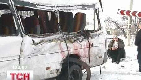 В ДТП в Запорожье фура врезалась в микроавтобусarsh