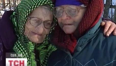 90-летняя бабушка спаслась сама и освободила своих подруг из заложников