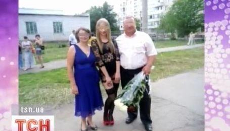 Школьница из Павлограда задала новый тон для выпускного наряда
