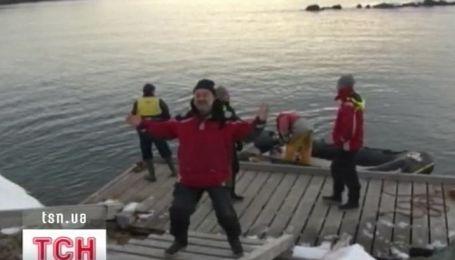 Группа украинцев в ожидании зимы на станции Вернадского в Антарктике