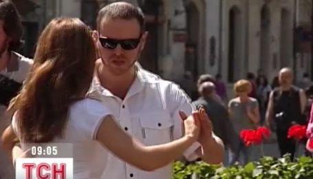Во Львове снова заработала школа уличного танго