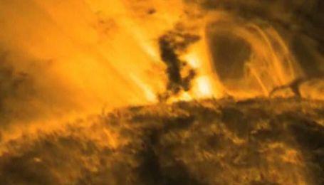 NASA сняло удивительное видео, на котором солнечные торнадо резвятся на поверхности Солнца