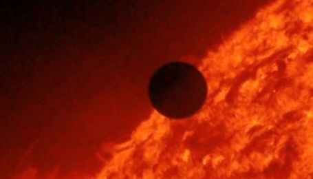 Майже весь світ побачив проходження Венери по диску Сонця